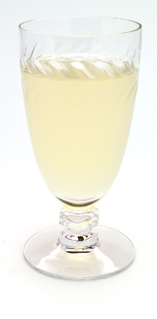 Pear tree cocktail pear flavored vodka st germain for Pear vodka mixed drinks