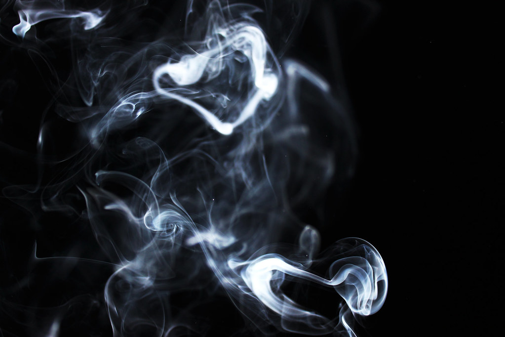 how to avoid cigarette smoke in eyes
