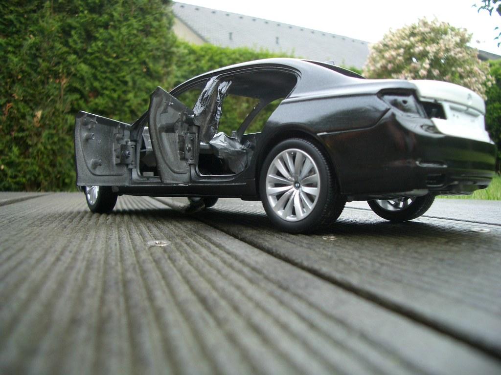 Conversion BMW 750Li F02 Kyosho 118 Silver To Sophisto