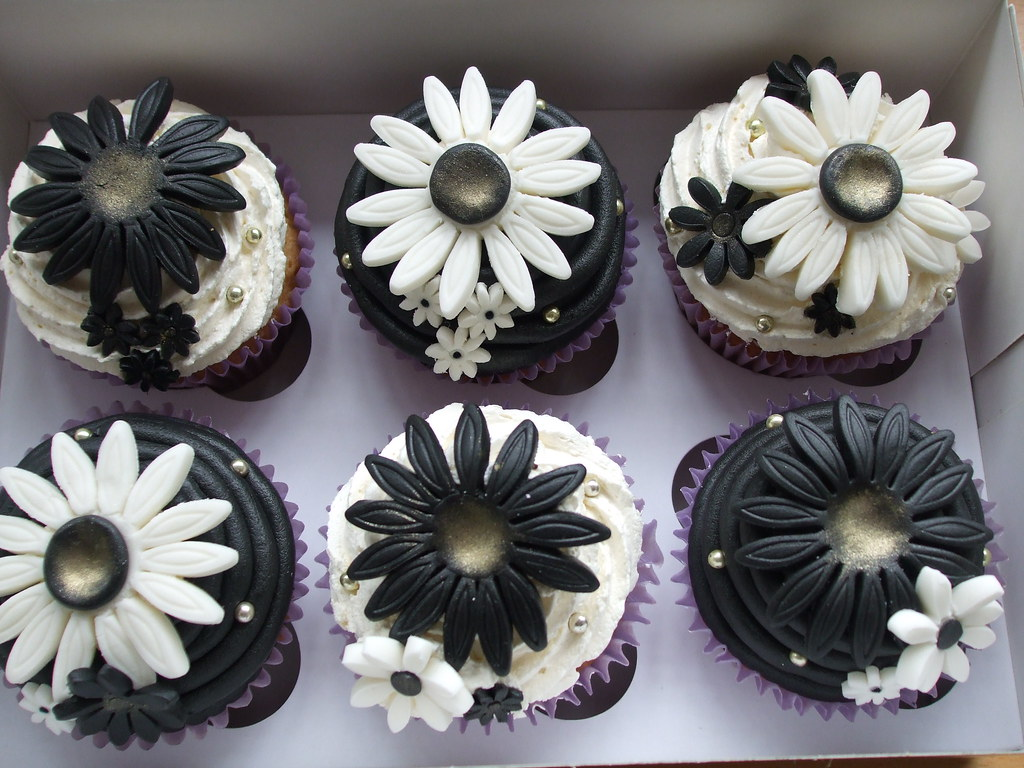 Black And White Cupcake Images : PRE WEDDING BLACK & WHITE CUPCAKES These were ordered as ...