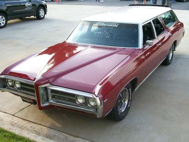 1969 Pontiac Bonneville 428 Station Wagon Explore