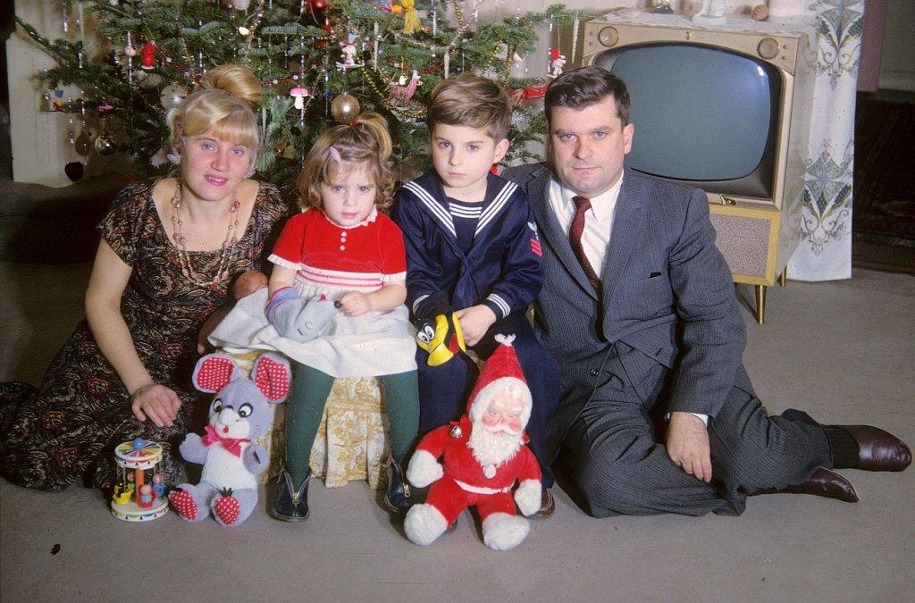 we were quite the mod family for christmas 1964 you gotta love the late 1950s