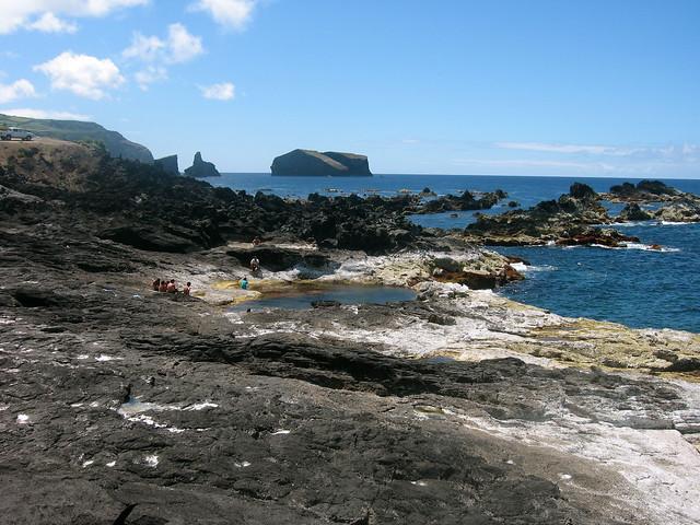 Piscinas naturales mosteiros sao miguel a ores by for Piscinas naturales