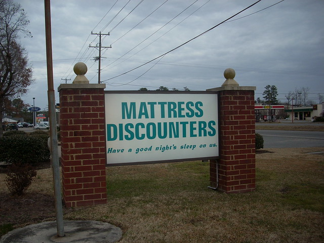 Mattress Discounters sign