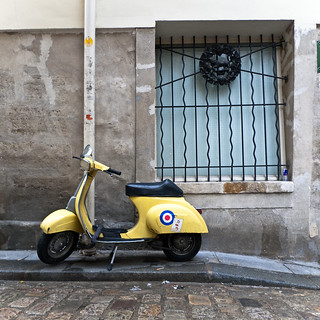 Scooter jaune | by frenchtrotter
