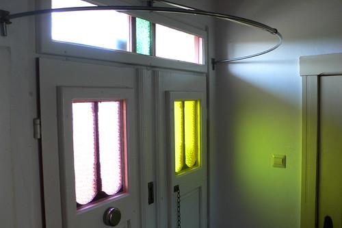 hauseingang farbige gl ser mit spinnennetzmuster stange flickr. Black Bedroom Furniture Sets. Home Design Ideas