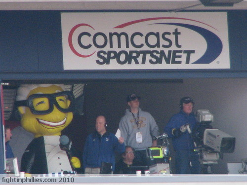 Singing 'Take Me Out to The Ballgame' 4/18/2010 | by News Photographer