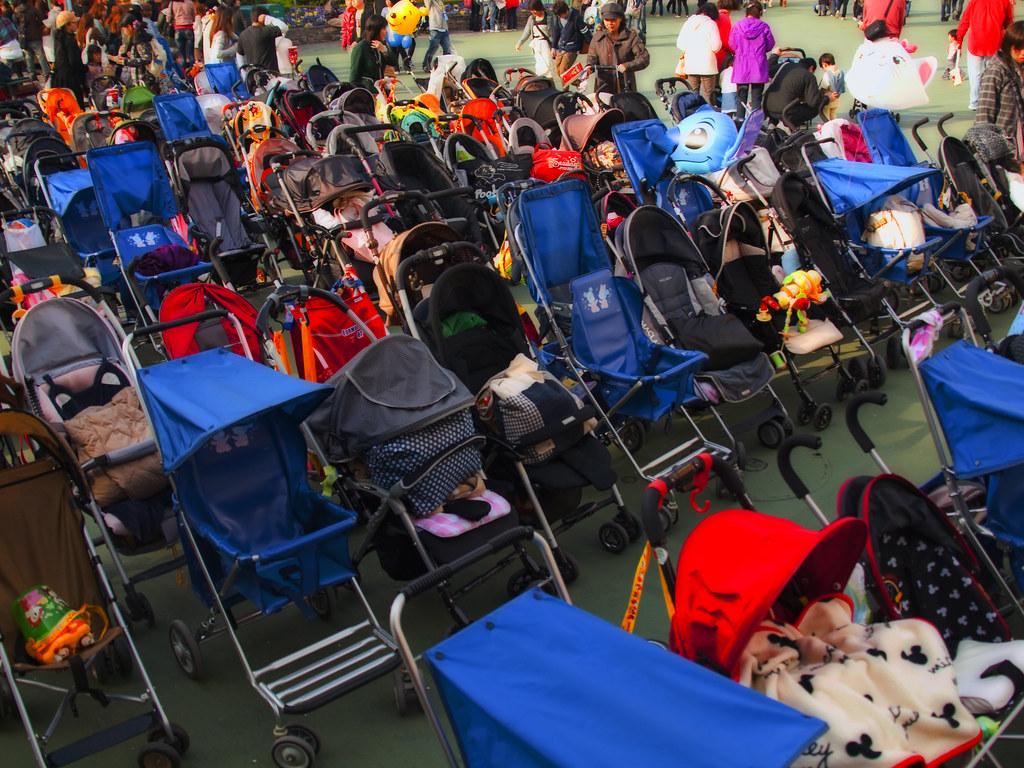 stroller parking tokyo disneyland many attractions. Black Bedroom Furniture Sets. Home Design Ideas