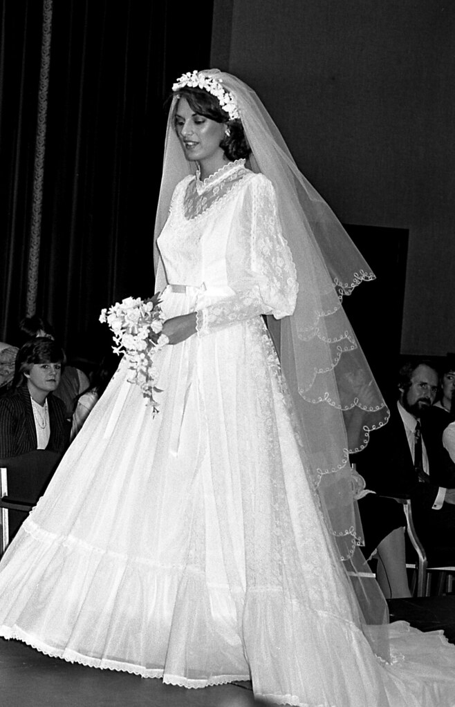 GGLFS 113 1983 Grand Hotel Pronuptia Bridal Dress