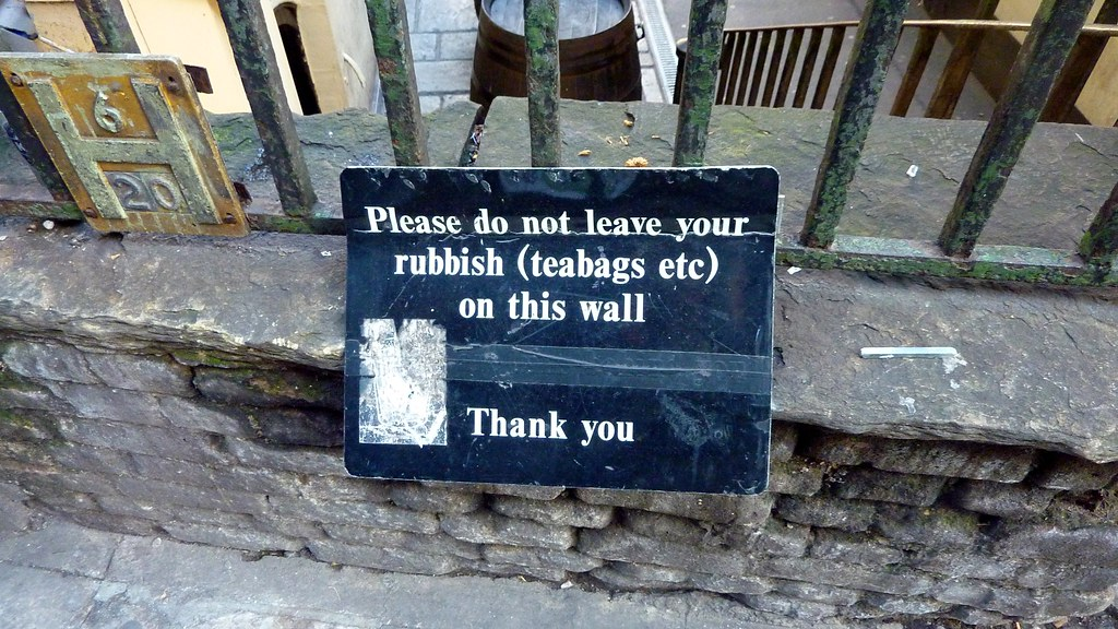 Don't Teabag My Wall, Please Do Not Leave Your Rubbish (te