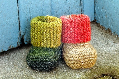 garter stitch booties | by kathrynivy.com