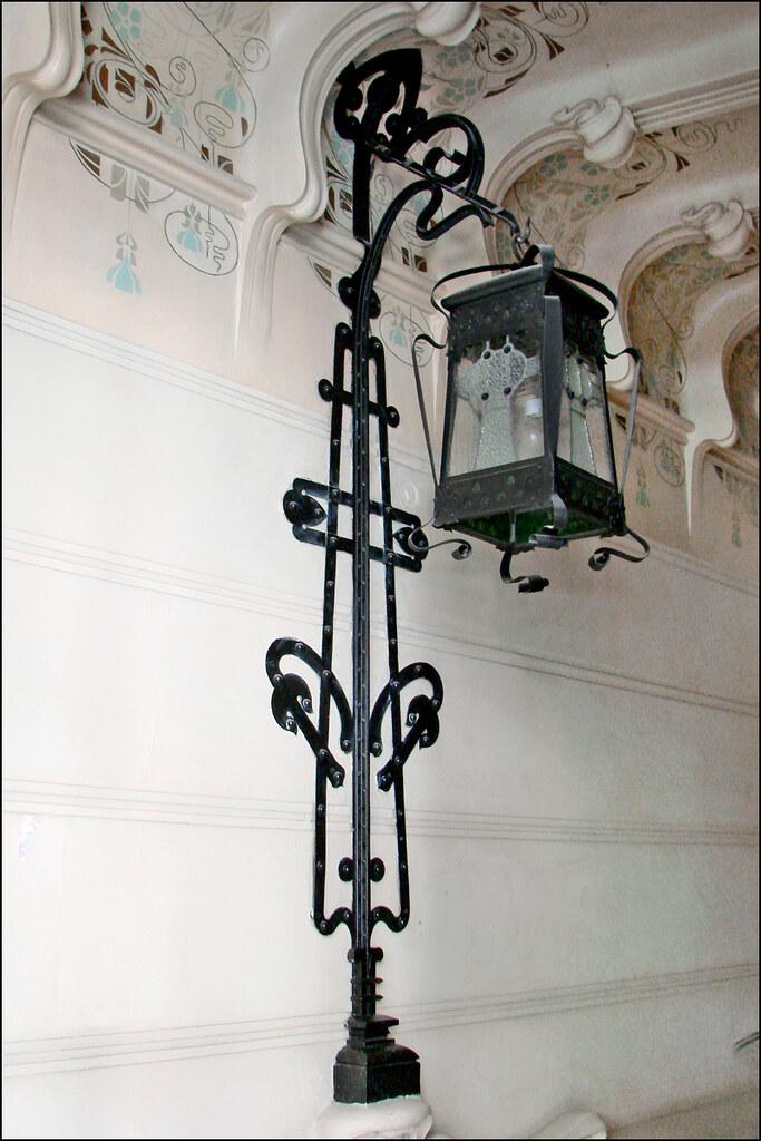 casa de perez villaamil madrid le lampadaire du hall d 39 e flickr. Black Bedroom Furniture Sets. Home Design Ideas