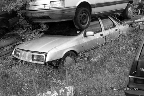 Ford sierra mk1 taken in a garage in the haute vienne for Garage ford vienne