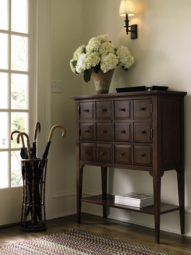 Foyer entryway hallway furniture by stanley what do for Furniture for the foyer entrance