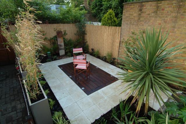 The low maintenance courtyard garden garden by earth desig for Courtyard garden designs uk