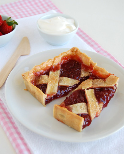 Strawberry crostata / Crostata de morango | by Patricia Scarpin