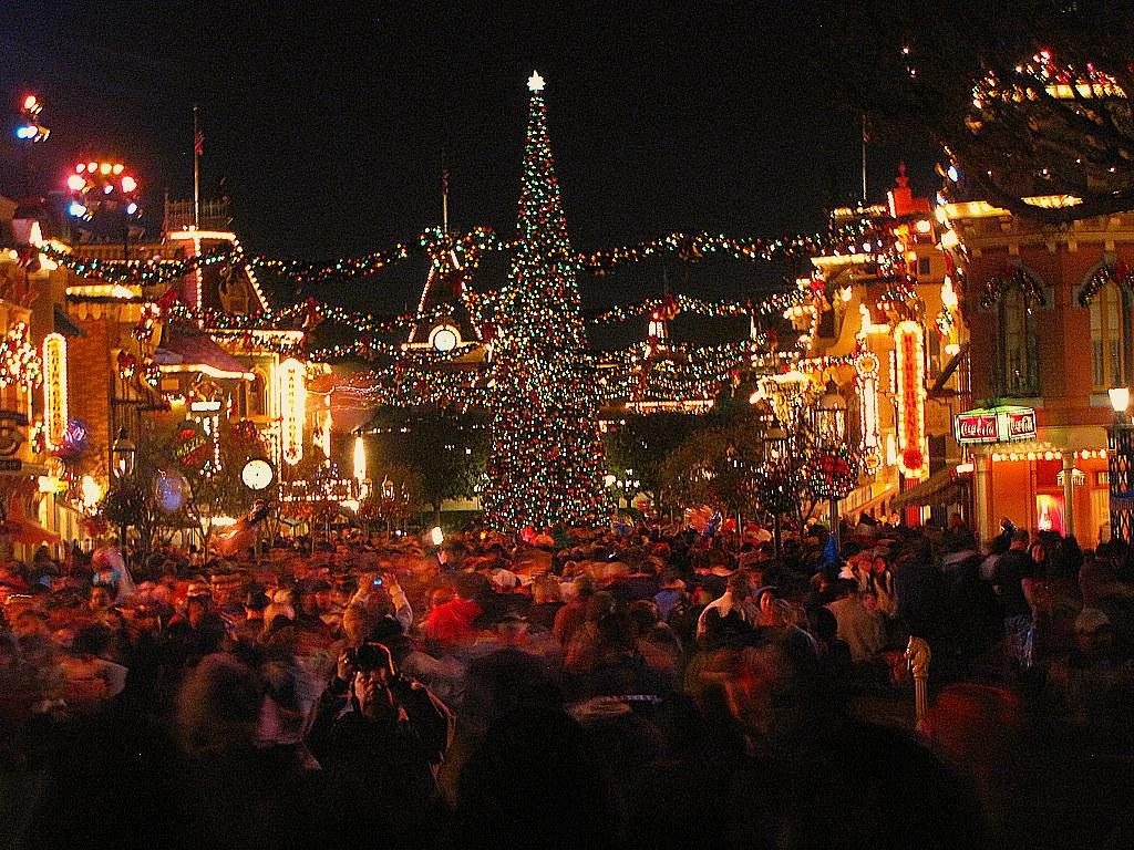 Disneyland on Christmas day | Busy disneyland-LA on a Christ… | Flickr