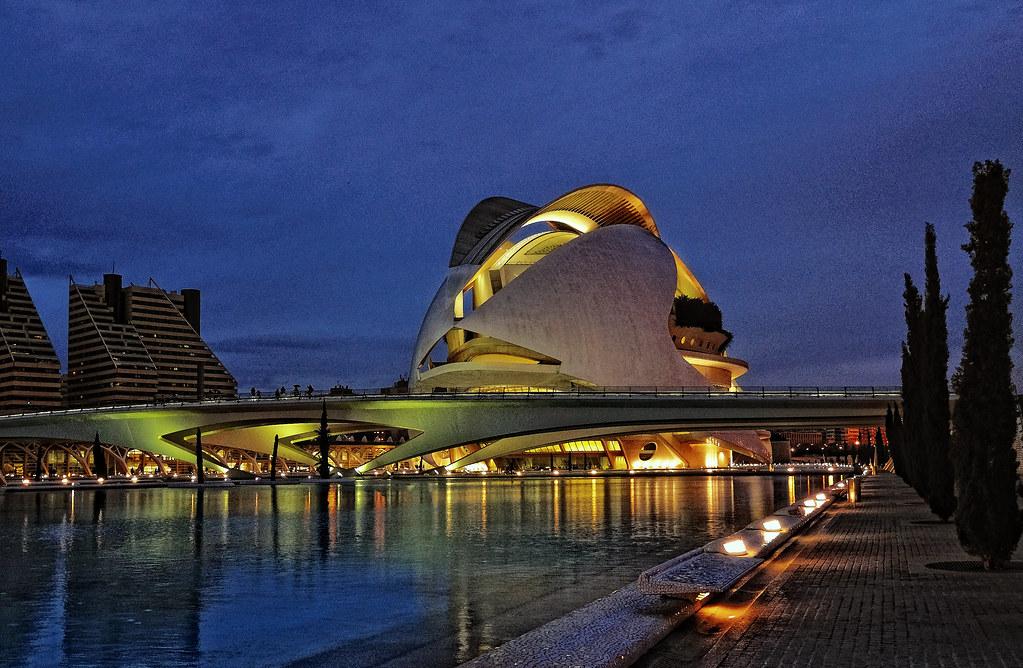 Palau de les arts reina sofia i el seu entorn ciutat de l - Palau de les heures ...