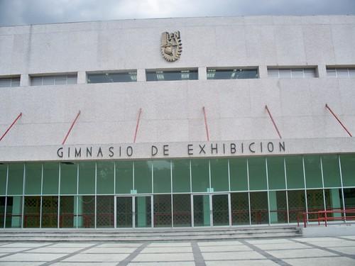 Gimnasio de exhibici n zacatenco 1 se encuentra a un for Gimnasio 1 de mayo