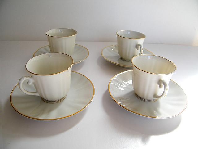 Juego tazas caf porcelana juego de ocho tazas y platos for Juego tazas cafe
