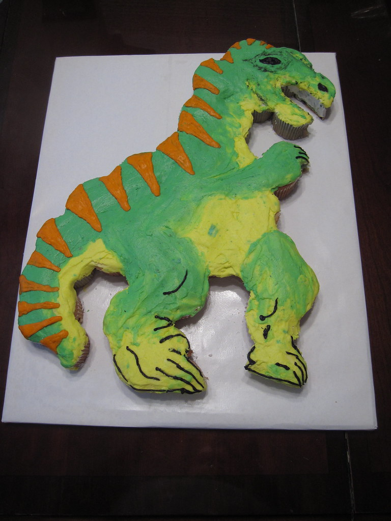 Dinosaur cupcake cake a dinosaur cupcake cake for a boy for How to make a dinosaur cake template