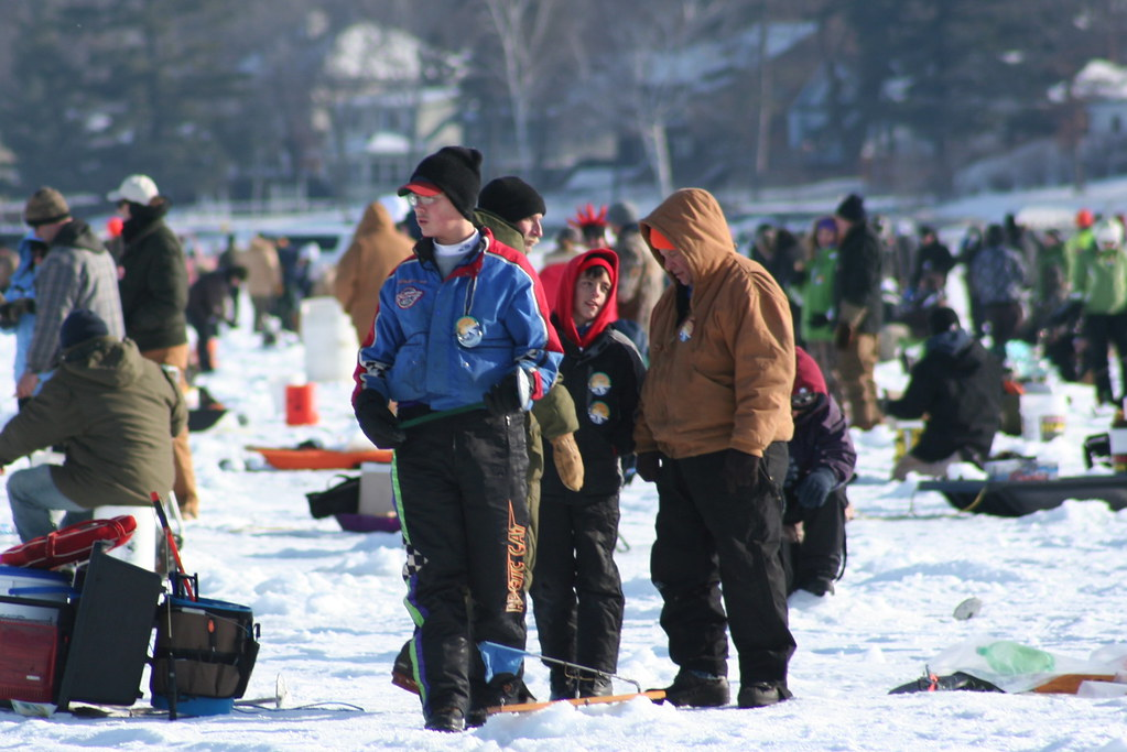Ice fishing contest st paul winter carnival ice fishing for Ice fishing extravaganza