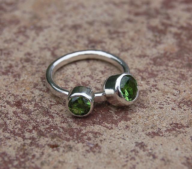 Ring Peridot And Two Garnets