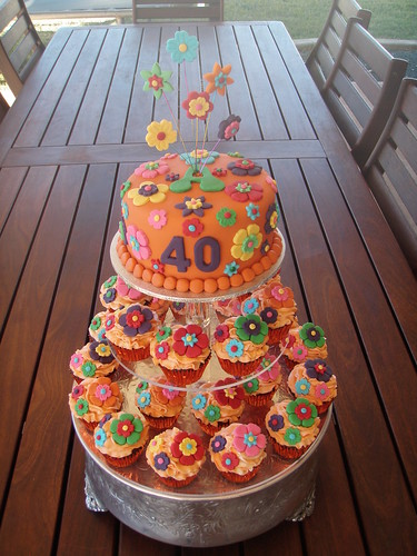 Mossy 39 s masterpiece 70 39 s party themed flower cupcakes for 70 s decoration ideas
