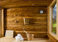 rustikale sauna im schwarz nat rliche materialien und. Black Bedroom Furniture Sets. Home Design Ideas
