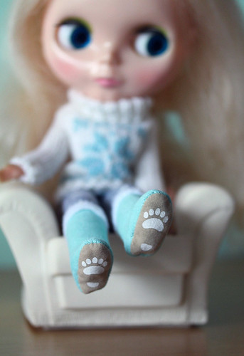 cosy toes (ADAW 5/52) | by Rhibops