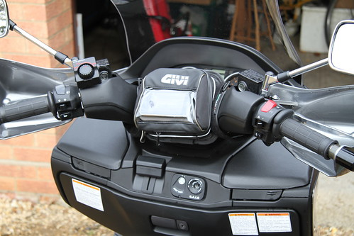 Givi S850 Waterproof Gps Holder Contains Iphone Running