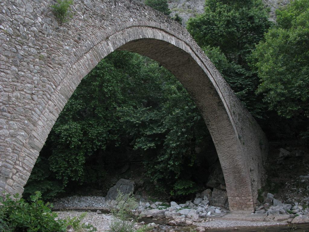 stone arch bridge  portaikos river  pyli  trikala  greece  u2026