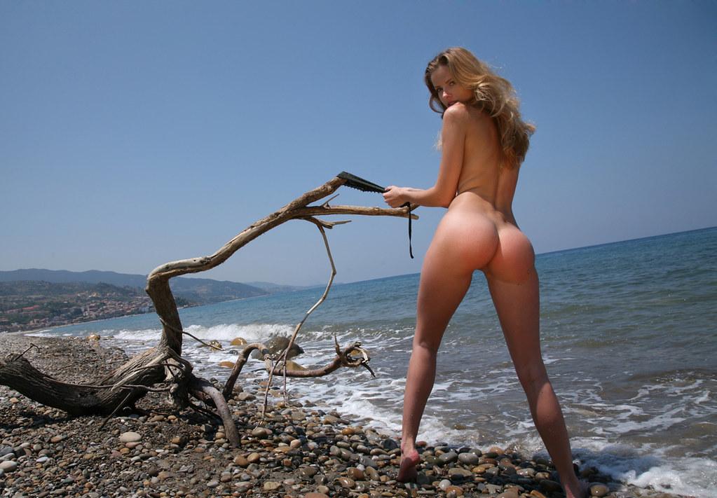 Эро фото дикий пляж