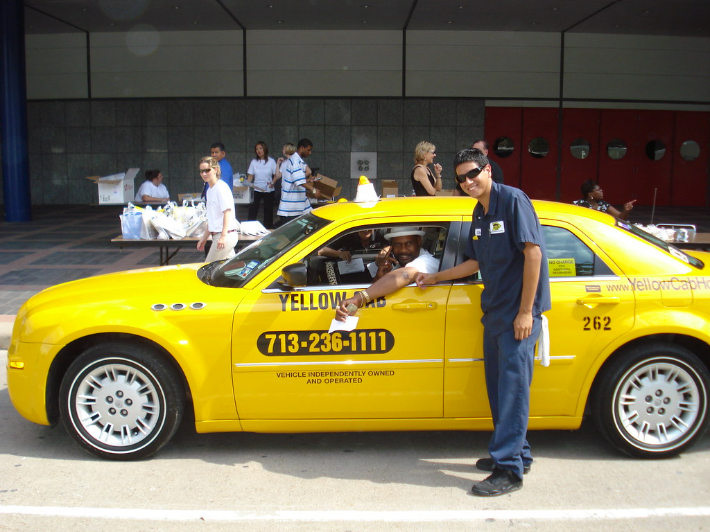 Houston yellow cab taxi chrysler 300 yellow cab flickr for Schuhschrank yellow cab