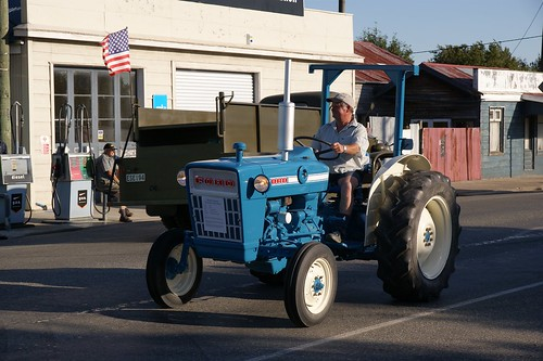 Ford 2000 Tractor 3 Cylinder : Ford tractor a great little three cylinder