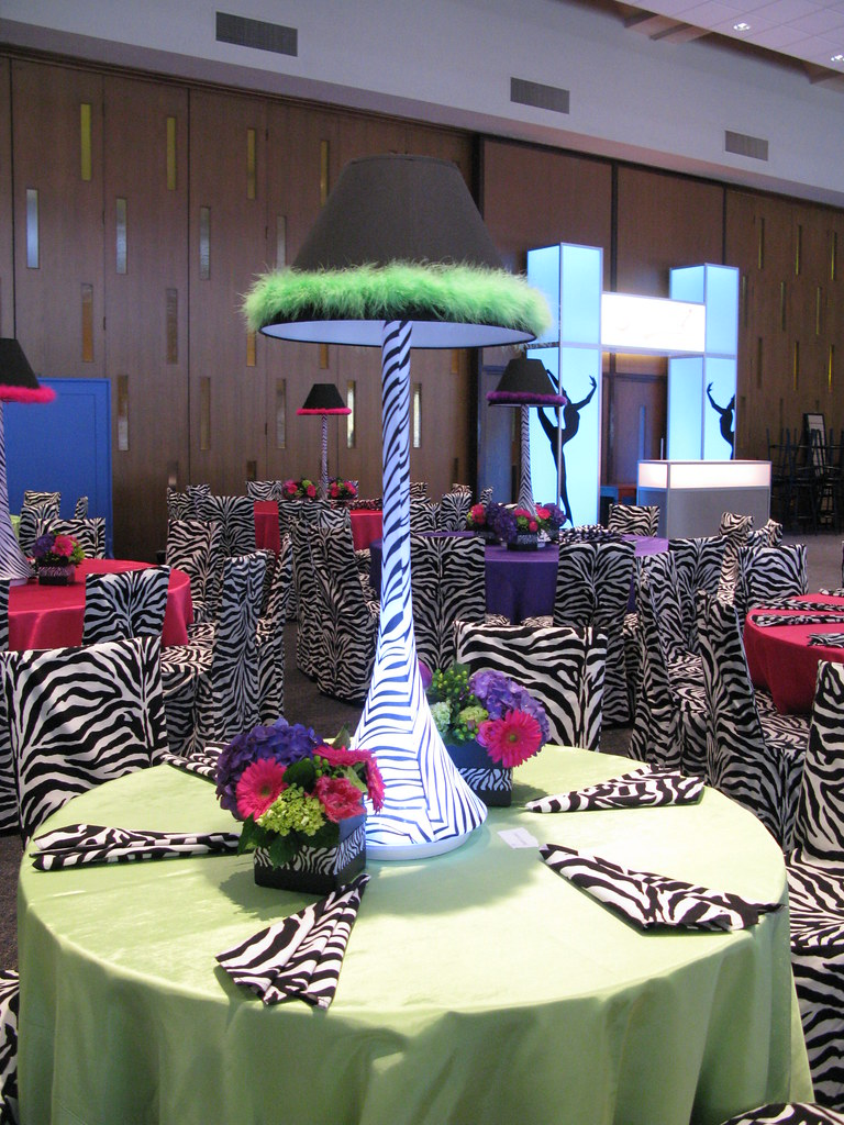 Spandex Lamp Shade Centerpiece With Led Light Base And Mat