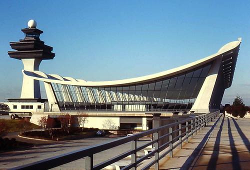 a biography of eero saarinen an architectural designer at dulles international airport