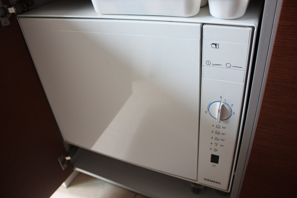 siemens sk25210eu compact dishwasher perfect for a small f flickr. Black Bedroom Furniture Sets. Home Design Ideas