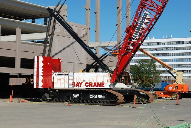 Bay Crane Liebherr Lr 1300 At The Cross County Mall Yonke