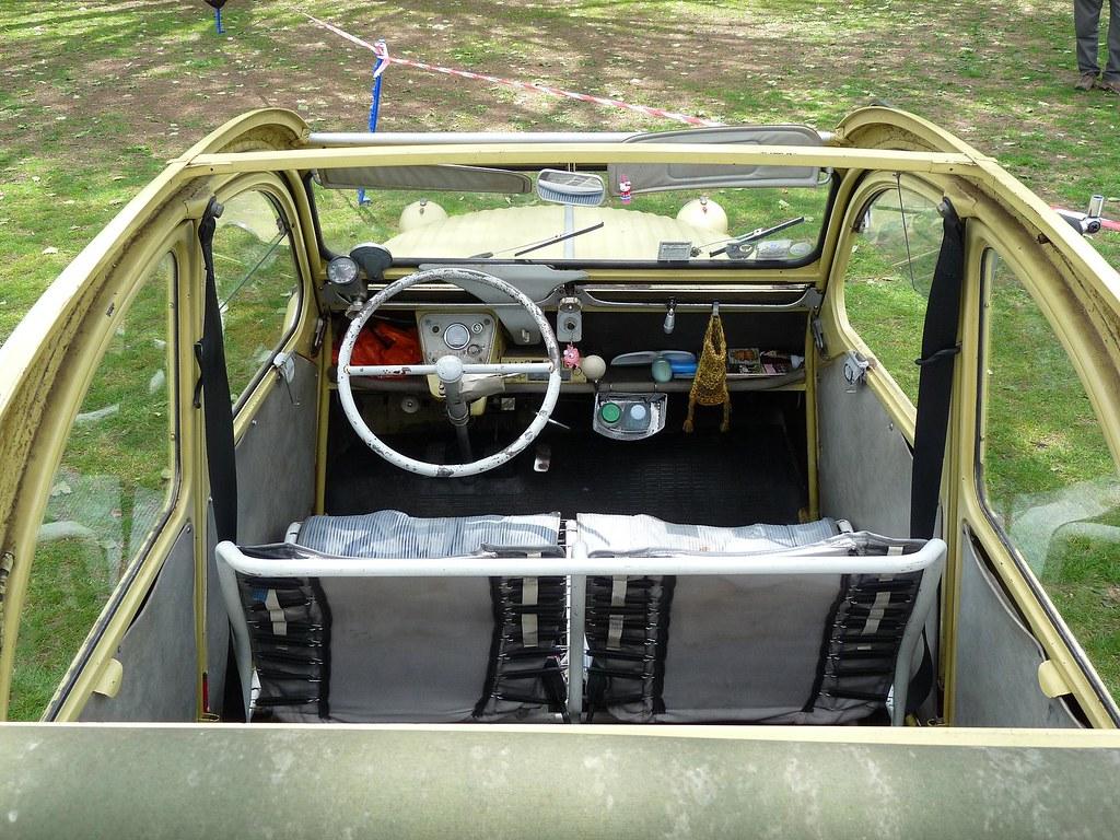 Citroen 2cv interior 1961 annual citroen 2cv and for Interieur 2cv