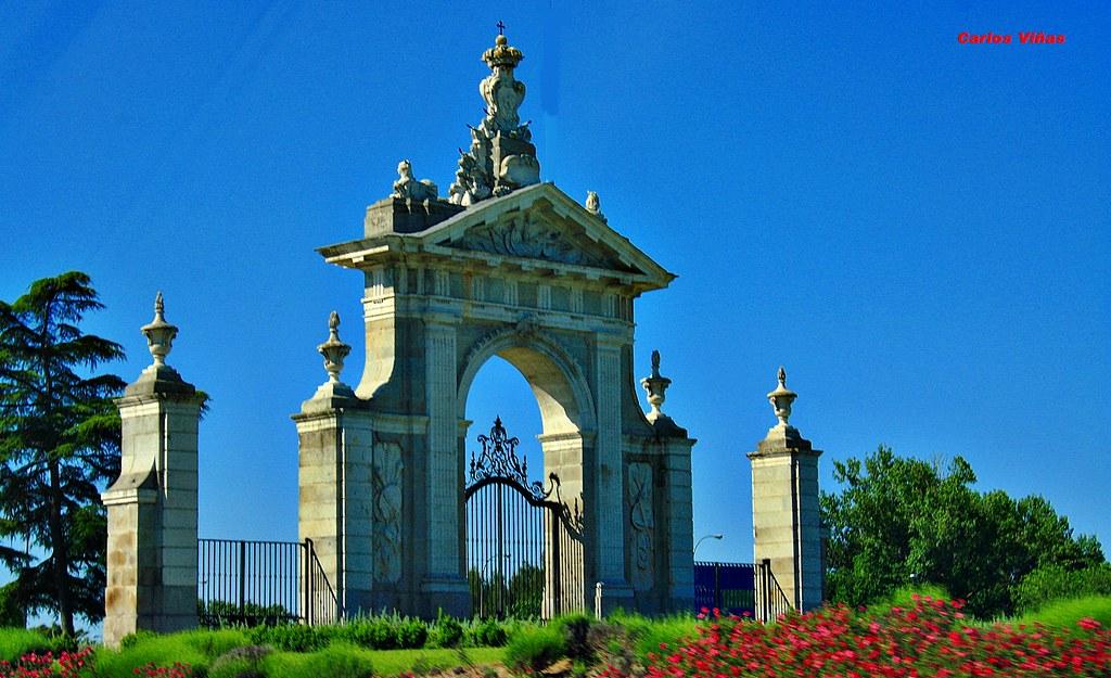 Puerta de hierro avenida de puerta de hierro madrid flickr for Piscina puerta del hierro