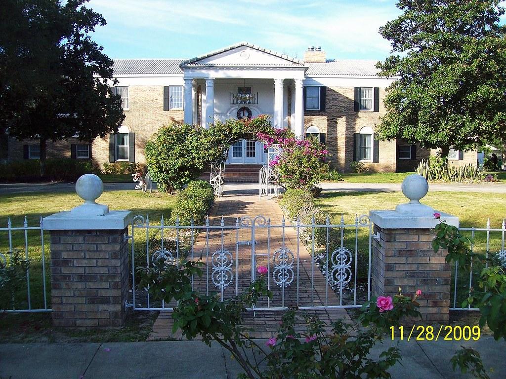 Orlando's Elvis Home Graceland Replica | Elvis Presley's