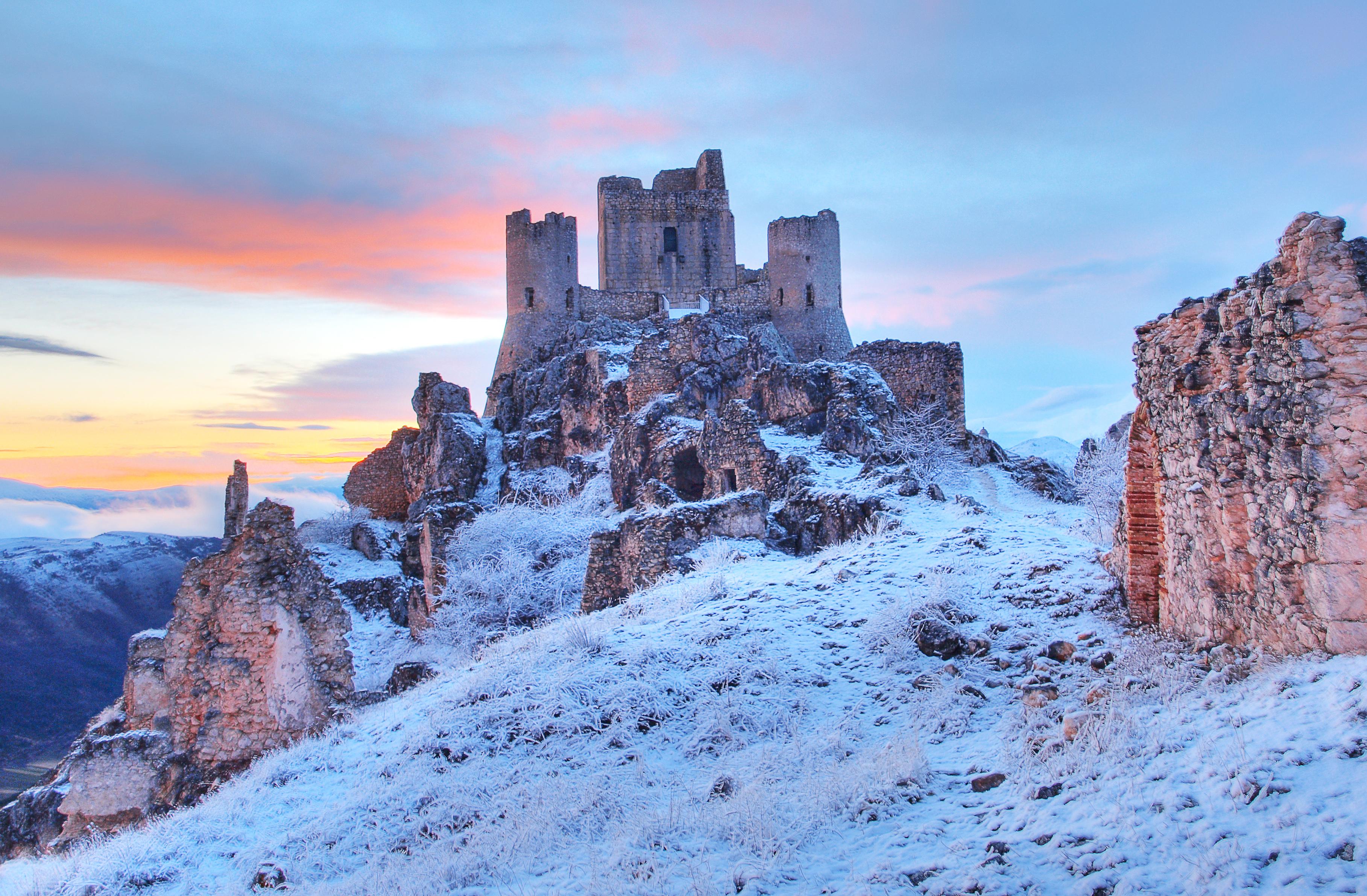 Castle Of Rocca Calascio In Italy 3634x2382 Os Castles