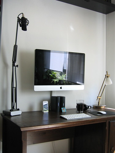 "iMac 27"" VESA mounted 