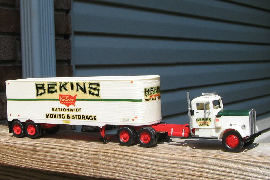 """KW """"Bekins"""" by Revell 