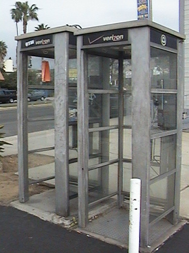 3Dl, 2 Payphones - not in service & 310-374-9262, Rod's Char-Broiler, 2600 Artesia Blvd Redondo Beach, CA 90278. 310-376-5124, 2010.02.24 15:14 | by Dr. Disney Wizard