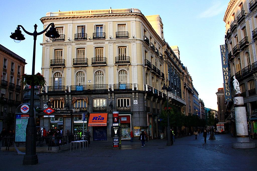 Casa la mallorquina y calle arenal puerta del sol madrid for Calle sol madrid