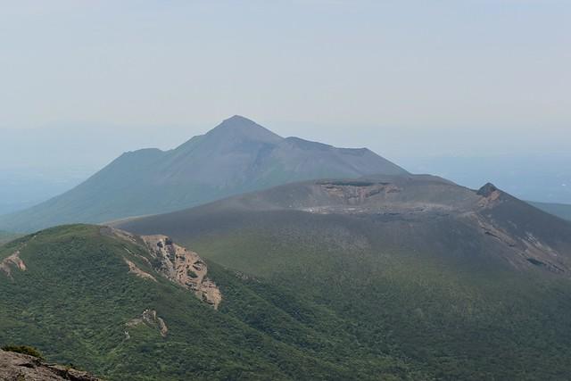 霧島山・高千穂峰と新燃岳