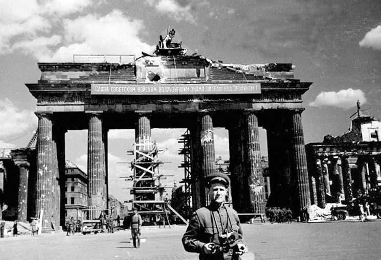 Porte de Brandebourg à Berlin en 1945 - Photo de stoixeia