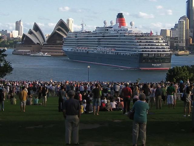 Cunard 39 S 39 Ms Queen Victoria 39 Leaving Sydney Harbour In 200 Flickr